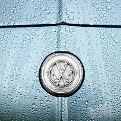 UK - Oxon - Blenheim Palace - Car Show - VW badge_sq_DSC0142 (Darrell Godliman) Tags: ukoxonblenheimpalacecarshowvwbadgesqdsc0142 sq squareformat bsquare squares karmannghia karmann ghia vw volkswagon carshow car cars blenheimpalace woodstock oxfordshire oxon blue rainy rain beastieboys brand logo bonnet