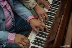 Piano Luzern (Hanspeter Ryser) Tags: strassenfotografie strasse luzern innerschweiz nikon lucern streetphotography leute people scheiz switzerlan suiss klavier piano violine geige musik streetmusik