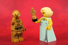 C3P..Oscar! (Lesgo LEGO Foto!) Tags: lego minifig minifigs minifigure minifigures collectible collectable legophotography omg toy toys legography fun love cute coolminifig collectibleminifigures collectableminifigure c3po starwars star wars hollywoodstarlet oscarawards academyawards academy oscar