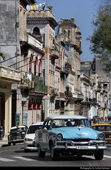 View along Paseo de Martí, Havana, Cuba (JH_1982) Tags: classic car cars antique oldtimer traffic street paseo de martí marti prado houses buildings colours colors colourful colorful colour color architecture landmark historic avenue city center centre urban urbanity la habana vieja old havana havanna havane lavana 哈瓦那 ハバナ 아바나 гавана hawana हवाना هافانا הוואנה cuba kuba 古巴キューバ 쿠바 куба क्यूबा كوبا
