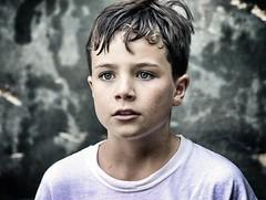 Child portrait (Japo García) Tags: niño retrato concentrado drama fotográfico chico uno ojos