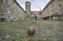 Sportstunde (Knee Bee) Tags: jva urbex decay knast trapped prison abandond ball