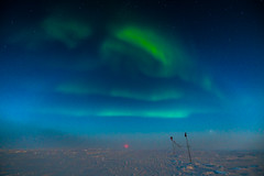 Waves of light (redfurwolf) Tags: southpole antarctica aurora auroraaustralis sky night green wave flag snow ice blue magneticfield outdoor antarctic sonyalpha redfurwolf sony a99ii sal1635f28za