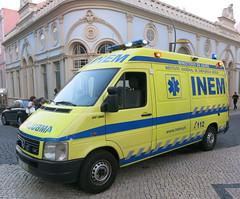 VW LT 35 TDi Ambulance (D70) Tags: blue light portugal yellow vw volkswagen tdi panel may 2006 ambulance commercial vehicle van 35 2d produced lt figueiradafoz typ inem typ2d 1996july