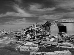 11102014-DSC00066 (sbstnhl - Siti) Tags: bw blanco lago sony inundacion negro bn ruinas sal dsch2 epecuen