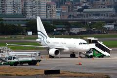 B-6411 (Yalian Business Jet) (Howard_Pulling) Tags: china roc airport nikon october aircraft air taiwan tsa taipei airlines tpe 2014 songshan howardpulling d5100