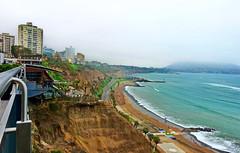 Mira Flores (syncrow) Tags: cliff beach peru playa highrise coastline miraflores sonyrx100m3