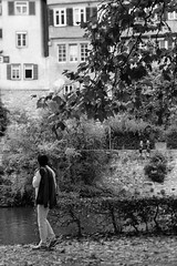 (der_w) Tags: street people urban bw river shift tilt fluss neckar personen tbingen tiltshift badenwrttemberg schwarzweis tse90mm flus neckarinsel streetfotography