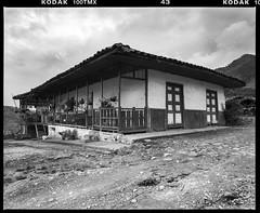 Typical Colombian farm house architecture Risaralda Tmax 100 (favianroldan) Tags: film farmhouse analog mediumformat cafe colombia farm scan finca risaralda xtol11 kodaktmax100 coffeefarm ejecafetero mamiyarz67proii leefilters fincadecafe epsonv750pro wetscan fincacolombiana colombianfarmhouse coffefields
