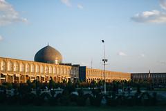 Esfahan (cranjam) Tags: square iran islam middleeast persia mosque unesco worldheritagesite piazza esfahan emammosque isfahan islamicarchitecture moschea imamsquare mediooriente sheikhlotfollahmosque shahabbas persianarchitecture jamehmosque shahmosque naqshejahansquare meidanemam masjedejameh vsco  shaykhbahai isfahanishalfoftheworld esfahnnesfejahnast