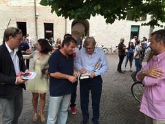 "Sabato 20 giugno- Vittorio Sgarbi autografa un suo libro a Giovanni Belfiori • <a style=""font-size:0.8em;"" href=""http://www.flickr.com/photos/132467718@N05/18475305394/"" target=""_blank"">View on Flickr</a>"