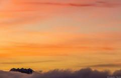 Coucher de soleil sur lit de nuages (Alex Tardy) Tags: france bearn aquitaine nouvelleaquitaine pyreneesatlantique gourette ski coucherdesoleil sunset nuages clouds nuage cloud montagnes montagne mountain mountains holidays vacances pyrenees nature ciel sky