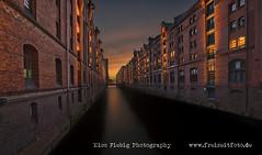 Hamburg-Speicherstadt (Nico Fiebig Freizeitfoto.de) Tags: wasser water abendsonne hamburg speicherstadt gebäude sonnenuntergang licht abenddämmerung beleuchtung ziegelsteine architektur