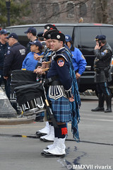041 New York - FDNY EMS Pipes and Drums (rivarix) Tags: fdnyemtfuneral brooklynnewyork emsfuneral fireman firefighters firedepartmentofnewyork fdnyemeraldsocietypipesanddrums drummajor pipemajor pipeband bagpipe pipers bassdrum bassdrummer