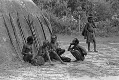 album2film170foto014 (Melanesian cultures) Tags: baliem baliemvallei sibil sibilvallei josdonkers eranotali wisselmeren papua irian jaya nieuwguinea ofm franciscanen minderbroeders missionaris