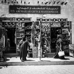 Doha (Martin Schmidt (www.schmaidt.de)) Tags: bildbearbeitung dienstreise doha ebv encn energiecampus katar martin martinschmidt menschen middleeast mittlererosten monochrom nachbearbeitung qatar schmidt strasenfotografie street streetphotography texasam black blackandwhite blackwhite bw monochrome postprocessing processing sw swblackwhitemonochromemonochromschwarzundweisblackandwhite schmaidt schmaidtde schwarz schwarzundweis schwarzweis weis white