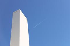 Chimenea (Eduardo Valero Suardiaz) Tags: azul blue eduardo white blanco sky cielo csic plane avion dodecaedro dodecahedron chimenea chimney instituto institutoeduardotorroja torroja ietcc madrid espaãƒâ±a