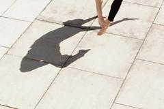defying gravity (Scilla sinensis) Tags: fs170409 fotosondag motsats gravitation tyngdlöshet parcour shadow man parkour