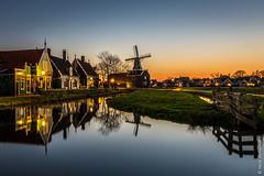 Zaanse Schans (NL) (Henk Verheyen) Tags: lente nl nederland netherlands spring zaanseschans zaanstad buiten landscape landschap molen outdoor windmill windmolen bluehour sunset long exposure