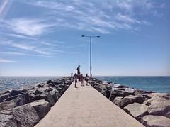 The end. (sander_sloots) Tags: indian ocean perth cottesloe beach pier lamppost streetlight sea strand indische oceaan lantaarnpaal people mensen sylvania lighting sla roadster armaturen lanterns luminaire lampadaire