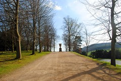 Heading up to Blanche's Vase (zawtowers) Tags: chatsworth derbyshire peak district historic house home devonshire family residence monday 3rd april 2017 visit day out gardens outside space green open blue skies sunshine warm sunny broad walk blanches vase stone sculpture urn