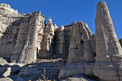 Rock Formations (James Matuszak) Tags: newmexico riochama abiquiu plazablanca rock formations pinnacles temple 2017 crenelations