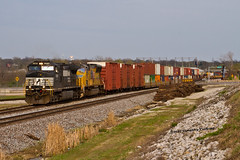 Weekend Hours (tim_1522) Tags: railroad railfanning rail missouri mo ns norfolksouthern stlouisdistrict generalelectric c409w up unionpacific sd70m generalfreight