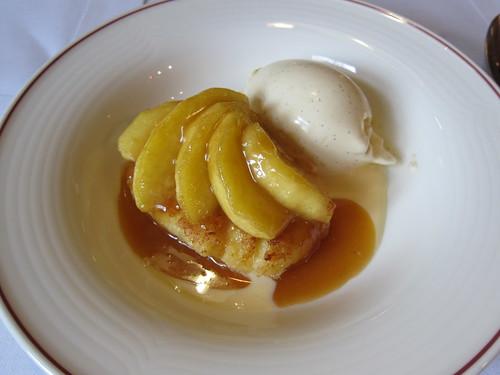 Pain perdu caramélisé aux pommes, et glace à la vanille