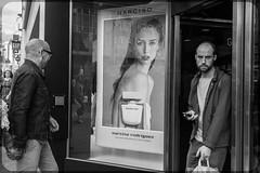 Narcisco (Briggate.com) Tags: bw monochrome shopping leeds mobilephone consumerism briggate narcisco mestisadsf1628