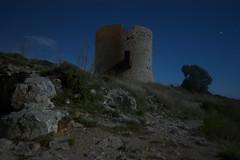 A la luz de la luna. (Andrs) Tags: ruin medieval moonlight costabrava lescala luzdeluna sigma1020mm montg canon450d torremedieval