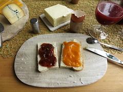 Pflaumenmarmelade und Krbis-Quitten-Marmelade auf Kastenweibrot (multipel_bleiben) Tags: essen brot frhstck obst marmelade