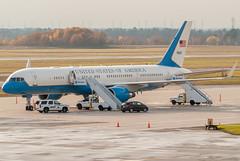John Kerry's nice ride (Ychocky) Tags: nikkor yow unitedstatesairforce cyow 70300mmf4556 990003 boeingvc32a7572g4 ottawamacdonaldcartier