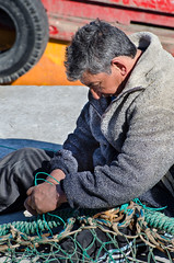 Preparando las redes (pabliscua) Tags: argentina port puerto fishing fisherman nikon fisher mardelplata redes pescadores 70300 d5100