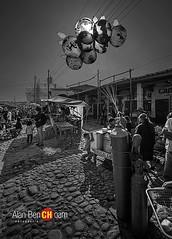 escena de chichi (alan benchoam) Tags: park parque guatemala balloon chapin chichicastenango chichi guate vejiga benchoam alanbenchoam