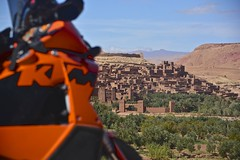 Our KTM bike in Ait Benhaddou! (Antonio Cinotti ) Tags: africa bike landscape village ktm unesco morocco maroc marocco paesaggio aitbenhaddou unescosite ktmadventure lc8 ktm950adventure d7100 nikon18300 nikond7100 progettofolle01