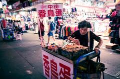 (7 w d) Tags: bird market 28mm egg taiwan taichung gr ricoh f28 hawker yeshi streetsnap apsc 7wd