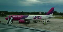 Wizz .... (Deneb56) Tags: airport aircraft aviation aeroporto airbus aereo a320 treviso wizzair wizz mezzoditrasporto