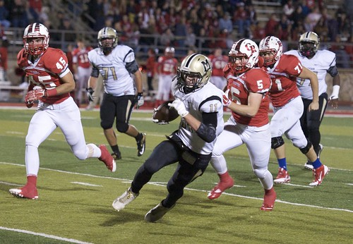 "Yards after the catch. Glen Rose. 11.7.2014. Sophomore year. • <a style=""font-size:0.8em;"" href=""http://www.flickr.com/photos/38444578@N04/15764876115/"" target=""_blank"">View on Flickr</a>"