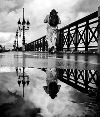 flaque (Valentino Belloni) Tags: flaque bordeaux street streetphotography nikon france blackandwhite