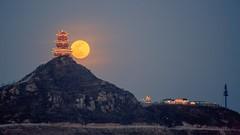 Moon Rise behind DingDuGe in Beijing (SteedJoy) Tags: moon fullmoon moonrise