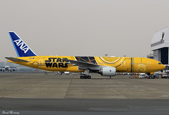 ANA (Star Wars C-3PO) 777-200(ER) JA743A (birrlad) Tags: tokyo haneda hnd international airport japan aircraft aviation airplane airplanes airline airliner airlines airways special colour scheme livery decals titles starwars movie boeing b777 b772 777 777200er 777281er ja743a c3po newest taxi taxiway arrival arriving landing landed apron ramp hangar ana all nippon
