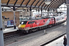 91106 pushes its way out of Newcastle Central (colin9007) Tags: newcastle upon tyne central station class 91 91106