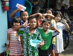 wet children (the foreign photographer - ฝรั่งถ่) Tags: wet children songkran bowl cup khlong thanon portraits bangkhen bangkok thailand nikon d3200