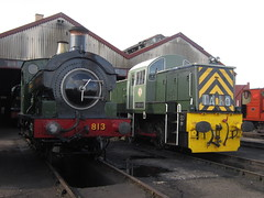 IMG_4849 - GWR Hudswell Clarke Saddle Tank 813 and BR Class 14 D9516 (SVREnthusiast) Tags: didcotrailwaycentre didcot railway centre gwrhudswellclarkesaddletank813 gwr hudswellclarke saddletank 813 brclass14d9516 br class14 d9516