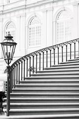 Schlosstreppe 6 (===\WR\===) Tags: wiesbaden biebrich schloss schlosstreppe treppe schwarz weiss black white schwarzweiss blackwhite leitz leica elmarit 90mm sony alpha 7ii 7markii 7mii 7m2