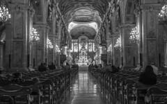 Catedral de Santiago de Chile (Julio Goffard) Tags: paisaje bn personas