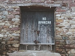 No aparcar. (Izaphotographer) Tags: door old bag graffiti village parking past xperiaz