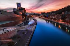 Guggenheim Bilbao (BIZKAIA) (Jonatan Alonso) Tags: blue sunset bilbao guggenheim bizkaia riabilbao goldnblue