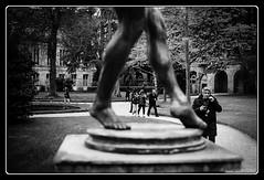 L'entrejambe (Maestr!0_0!) Tags: street people urban white black film feet statue noir minolta leg 400 hp5 asa rue pieds blanc ilford gens argentique srt jambe pellicule argentic 101b