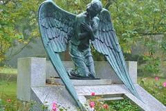 Allerseelen - All Souls' Day (ivlys) Tags: grave germany deutschland hessen grab darmstadt allsoulsday allerseelen parkrosenhöhe ivlys prinzessinelisabethvonhessenundbeirhein